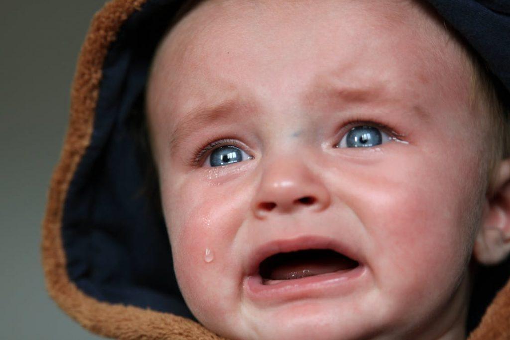もう限界…【赤ちゃんが何をしても泣き止まない時の対処法】