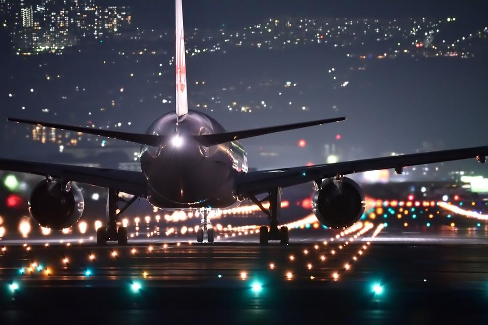 【飛行機を下から見る!?】子供と一緒に行きたいスポット